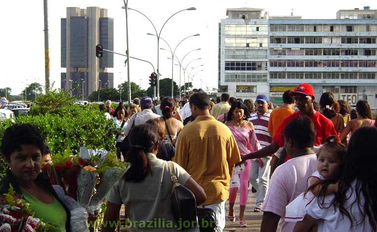 http://doc.brazilia.jor.br/Rodoviaria/img/DSC08353conicBC.jpg